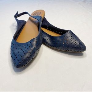 Free w/ purchase!! Navy sling back flats